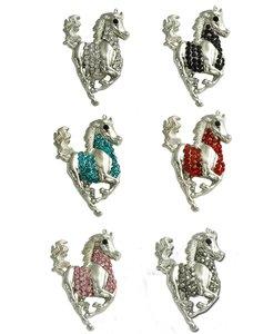 Plastronspeld zilver/paars Galopperend paard.